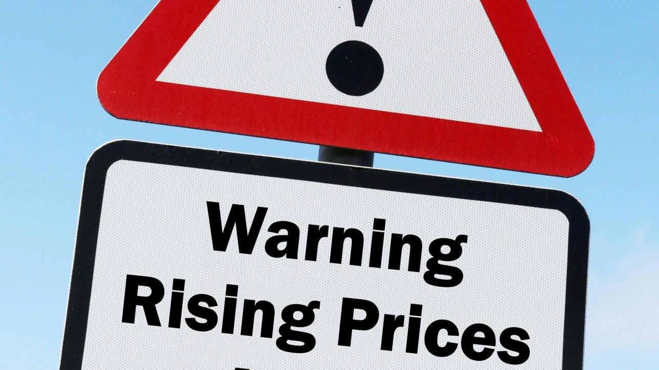 Znak ostrzegawczy o podwyżkach cen
